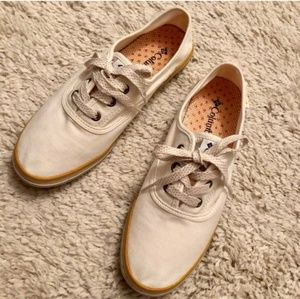 COLUMBIA Vulc N Vent Lace Up Sneakers Sz 8.5  NWOT